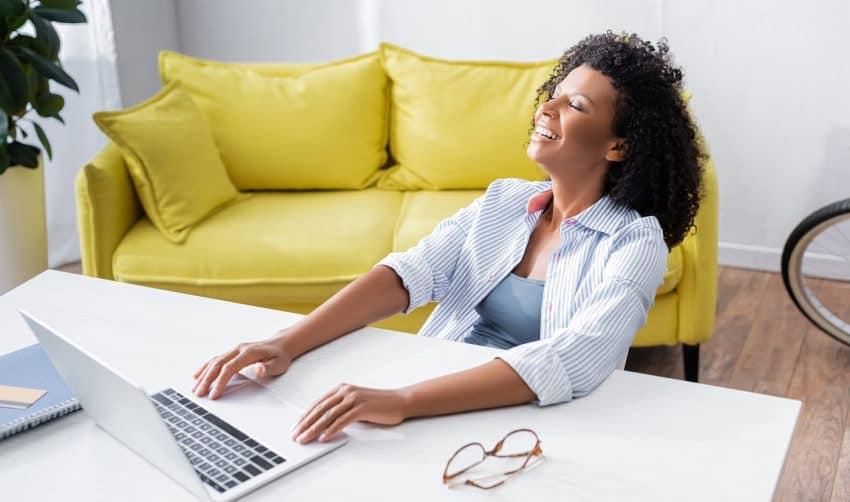 woman happy to make money blogging